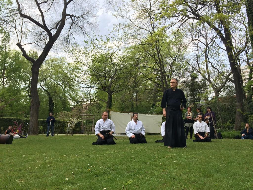 Kezdődik az iaido bemutató